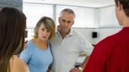 6 Alasan Orang Tua Larang Anaknya Menikah Muda