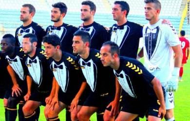 Klub Bola Spanyol, Merumput Dilapangan Dengan Tuksedo