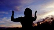 Menjangkau Sorga, Mengubah Kehidupan Dengan Puji-pujian