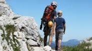 Mendaki Gunung Batu Yang Terjal