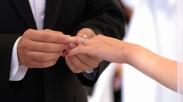 Ini Alasan Kenapa Pasangan Menikah Harus Selalu Kenakan Cincin Pernikahannya