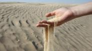 Pelajaran Dari Segenggam Pasir Pantai