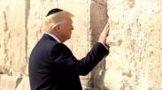 Membuat Kunjungan Yang Bersejarah di Israel, Trump Berdoa di Tembok Ratapan