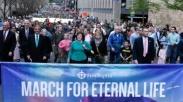Ribuan Jemaat di Dallas Pawai Turun Ke Jalan, Klaim Jawaban Masalah Amerika Adalah Tuhan