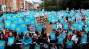 Ribuan Orang Irlandia Protes Paus Fransiskus Terkait Pelecehan Seksual di Gereja Katolik