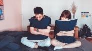 Mungkin Tuhan Sedang Pakai Waktu Ini Supaya Kamu Lebih Dekat Dengan Pasanganmu