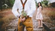 Sebuah Karangan Bunga Untuk Istriku Tercinta