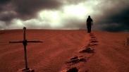 Bisakah Aku Berjalan Sendiri Bersama Tuhan Saja?